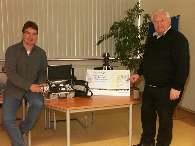 1 Videocamera und 4 digitale Fotoapparate aus dem Preisgeld des HKM