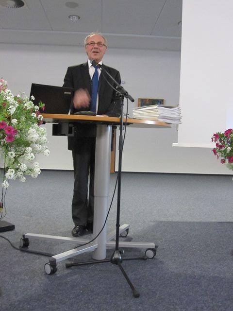 Herr Landrat Dr. Kubat