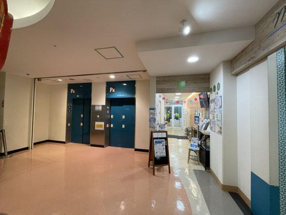 北館2F ウィズダムアカデミーはエレベーターを降りてすぐ