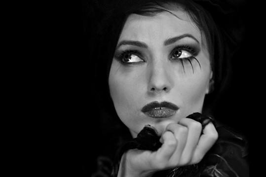 Valentina C. Foto per Gothic Time.com II SERIE 2