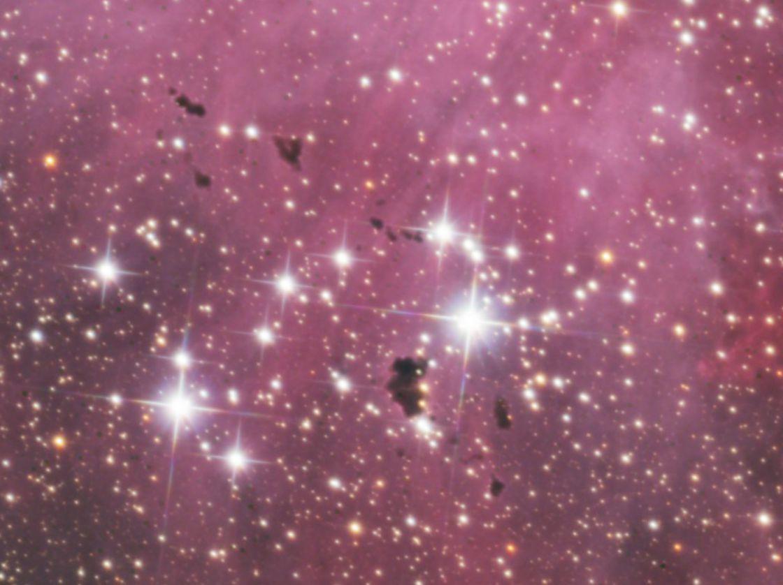 gros plan de IC2944, nuages denses de poussières, les globules de Bok, appelés ici, Globules de Thackeray, régions de formation d'étoiles