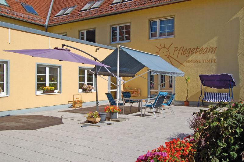 Die Terrasse der Tagespflege Timpe ist ebenfalls barrierefrei gestaltet und wird bei schönem Wetter von unseren Tagespflegegästen gern benutzt.