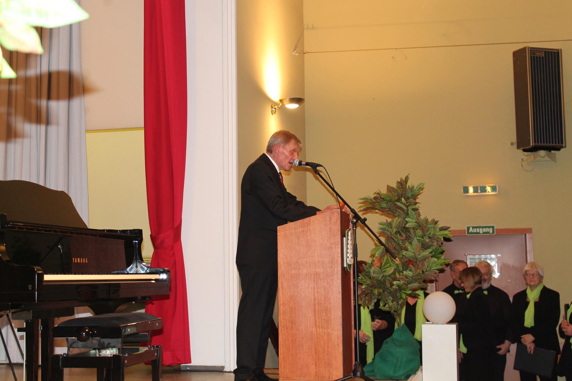 Moderator durch das Chorkonzert- Erhard Köhler