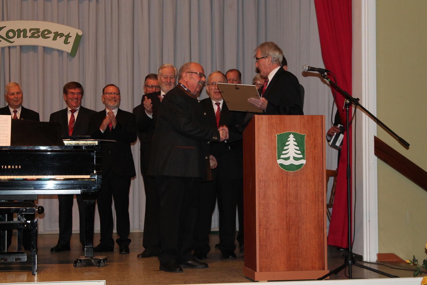 Ernennung zum Ehrenmitglied des MGV Bermbach - Hr. Albert Bleistein