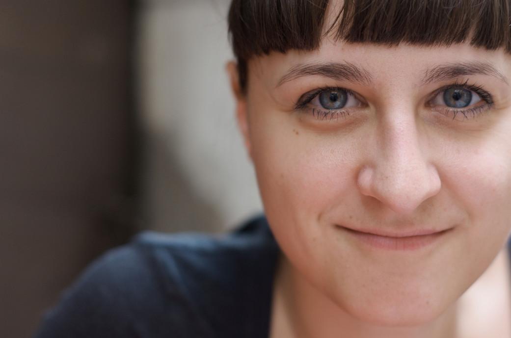 Dorina Rundel, freie Grafikerin in Berlin: Portraitfoto