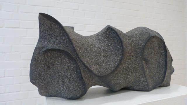 """Schwedischer, schwarzer Granit  """"Liegender Akt""""      1.750.- €"""