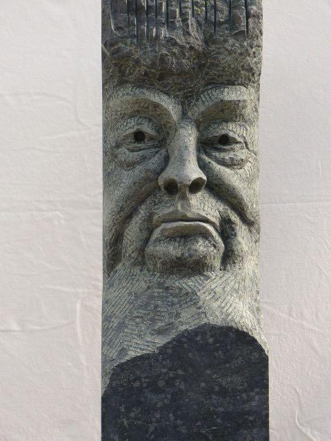 """Hessische Diabas-Stelen, """"ohne Worte""""  20 x 20x 160 cm Höhe,      2.750.-€"""