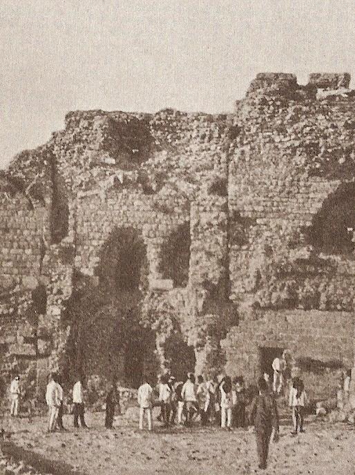 Festungstor von Süden, auch damals gab es schon Touris.