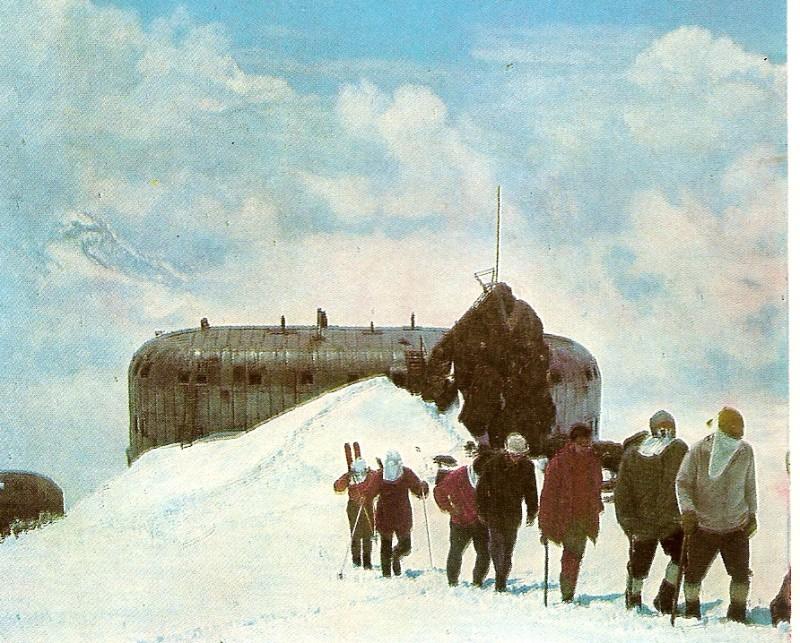 Prijut 11 am Elbrus.Der höchste Punkt in den Bergen,den ich je zu Fuss erreicht habe.4.200 m.