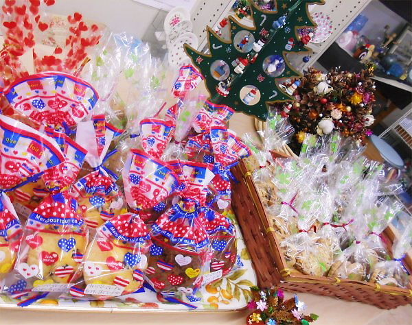 Bags of cookies and muffins 2103.12.12 (Thur)