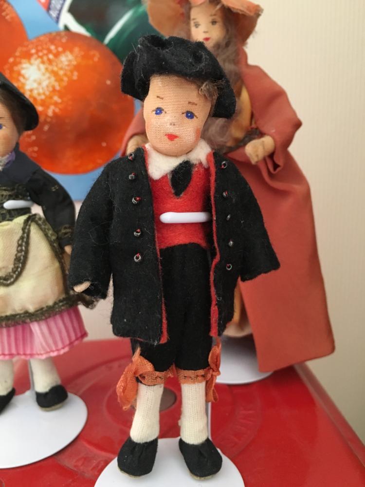 Und wieder eine kleine Besonderheit der Meyerproduktion: Ein Trachtenjunge aus den 50er. Ob's ein Hessebub ist?