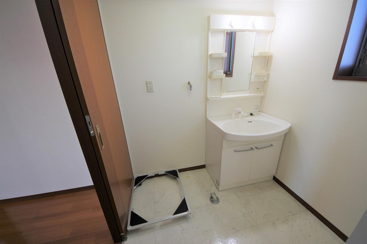独立洗面台はシャワー付き