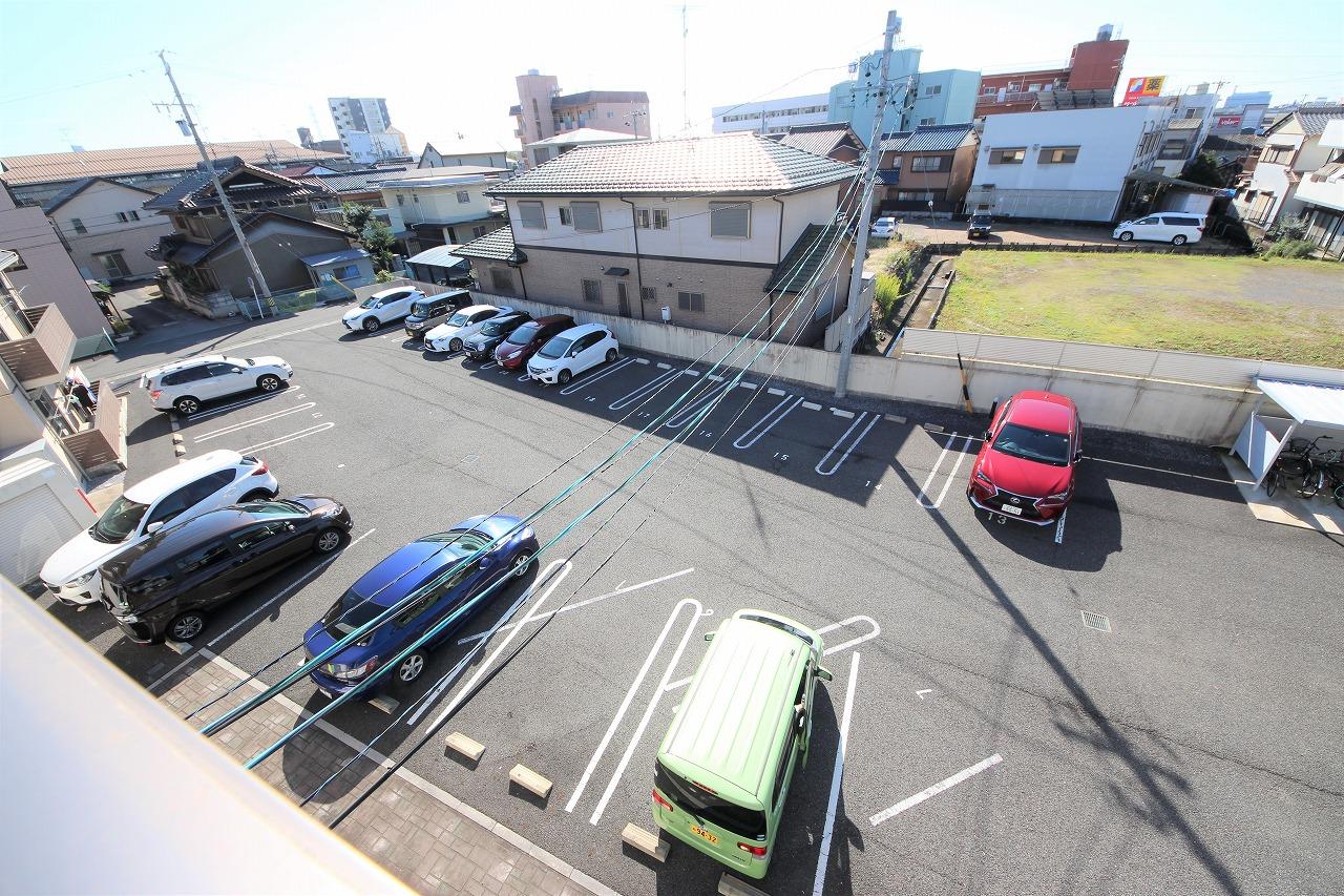 駐車場は各お部屋2台はご用意できます