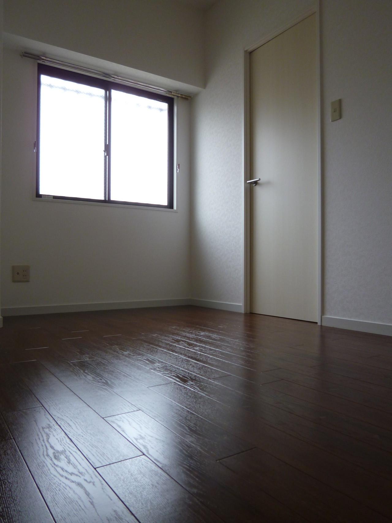 北側5.5畳の洋室