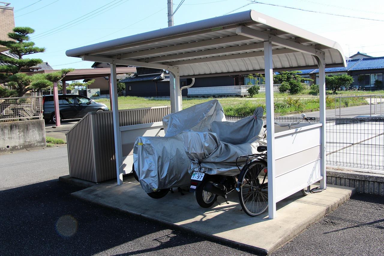 屋根付きの駐輪スペースは無料です