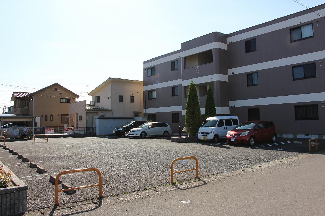 駐車場は各部屋2台までご用意できます