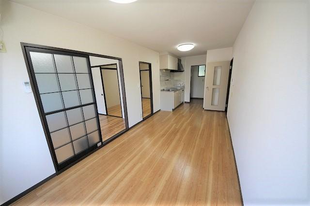 明るい床のお部屋です