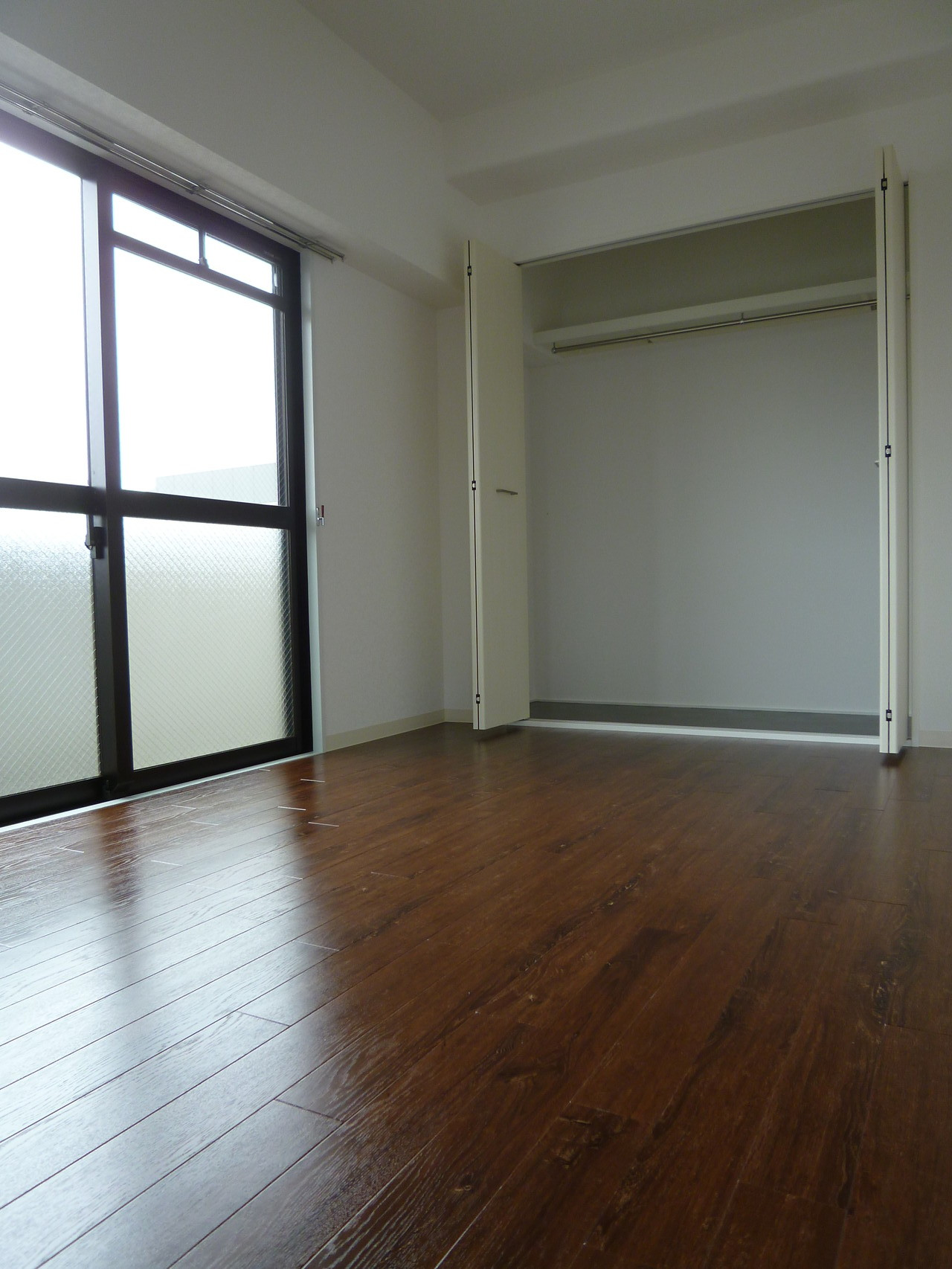 6畳の洋室。ウォークインクローゼットも広々