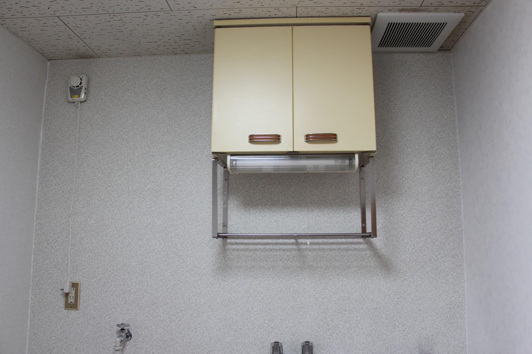 キッチン上には収納スペース