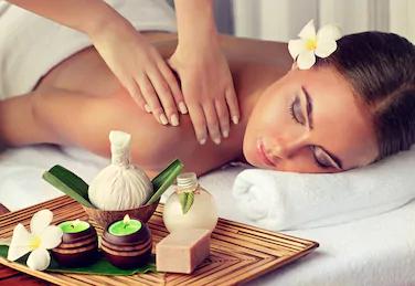 massage , modelage relaxant aux pierres chaudes