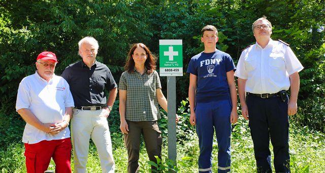 Von links: Ernst-Fred Kurz vom DRK Kleinblittersdorf, Bürgermeister Stephan Strichertz, Martina Herzog (Försterin des Gemeindewaldes), Giulio Fisci (Jugendwehr), Markus Dincher (Pressesprecher der Gemeindewehr).
