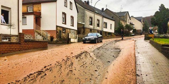 In der Scherbachstraße in Kleinblittersdorf brachte das Wasser erneut Geröll mit.