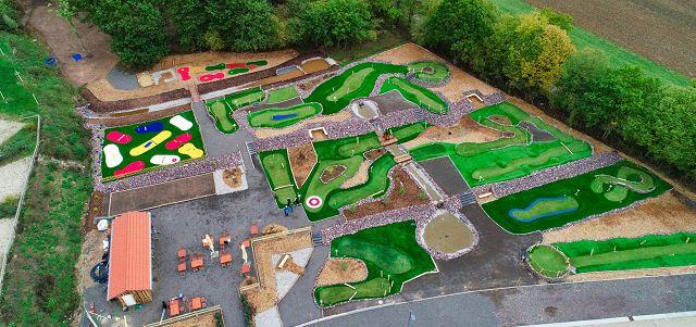 Die Adventure Golf-Anlage neben der Saarland Therme ist fertig.