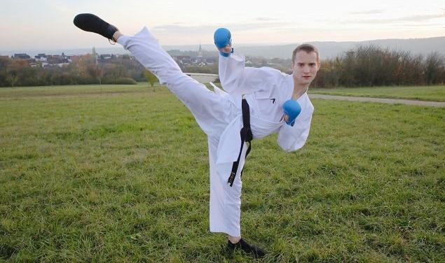 Lukas Nagel ist deutscher Hochschulmeister im Karate und fährt wöchentlich hunderte Kilometer zum Training nach St. Wendel.