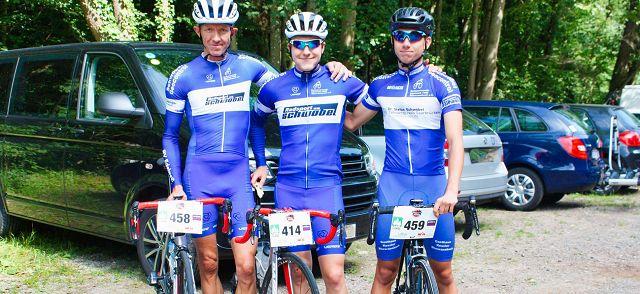 von links: Peter Schwöbel, Clemens Schwöbel und Felix Petry glänzten am Freiburger Hausberg.