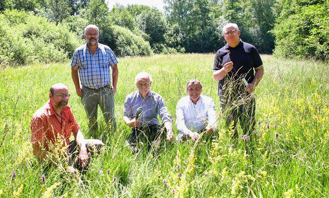 von links: Thomas Schneider, Steffen Caspari, Stephan Strichertz, der Bürgermeister von Kleinblittersdorf, Dr. Theophil Gallo, der Verbandsvorsteher des Biosphärenzweckverbandes und Dr. Gerhard Mörsch, ein Geschäftsführer des Biosphärenzweckverbandes.