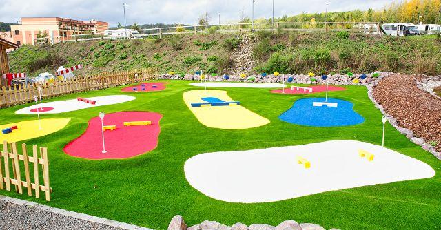 Auf dem Kids Green können die Kinder Golf spielen.