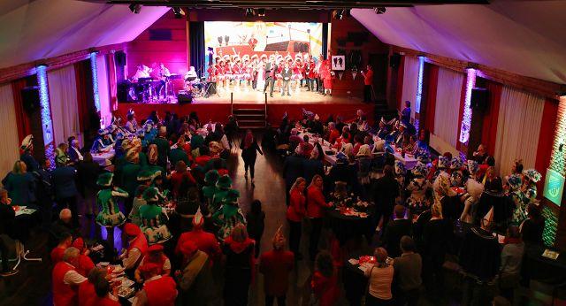 Ein gut gefüllter Ruppertshofsaal bei der Sessionseröffnung.