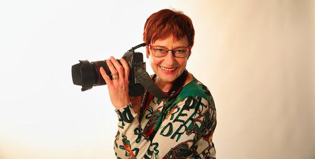Maria Schäfer ist Fotografenmeisterin und kennt den Unterschied zwischen einem Selfie und dem Entwickeln von Fotos in den 1970er Jahren ganz genau.