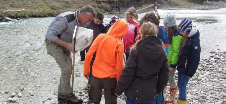 Kindergruppe der NAJU an einem Fluß