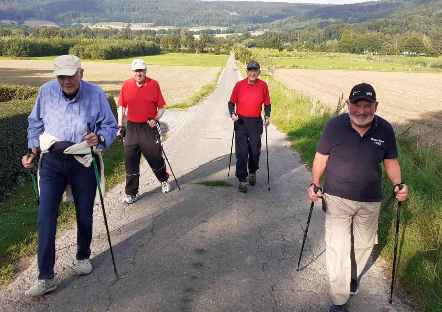 Senioren walken beim VfL Veckerhagen
