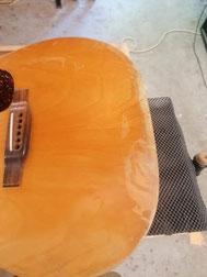 guitare acoustique avant vernis