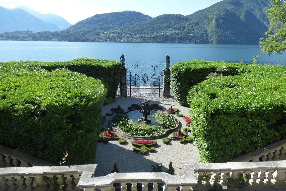 Ville e meraviglie del Lago di Como con partenza da Milano
