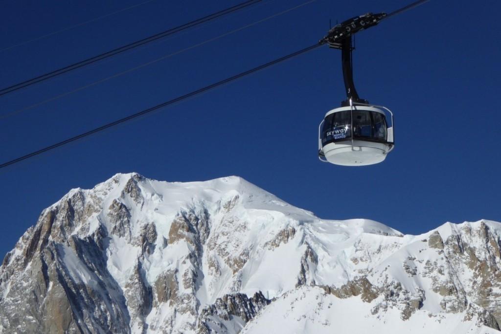 Visita guidata a Aosta, Monte Bianco e Castello di Fenis con partenza da Milano