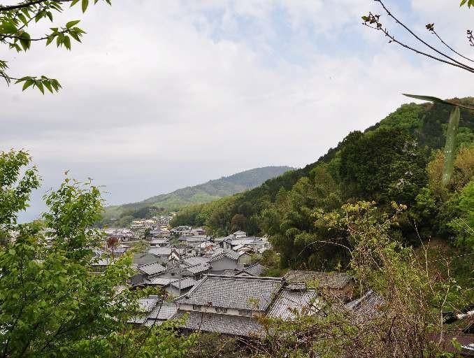 石位寺の裏山からの眺望・・・遠くには三輪山が・・・