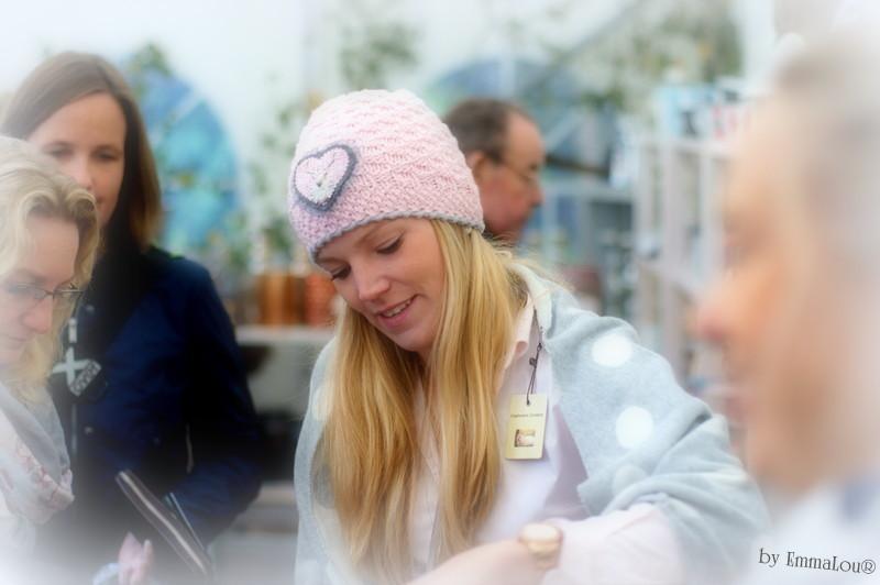 Herbstzauber: Der bunte Markt im kleinen Garten 2015  - Juliane mit Mütze Juli aus feinster Merinowolle