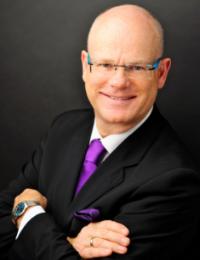 Michael als Gründer und CEO von Expandeers betreut den spanisch-, portugesisch-, englisch und deutschsprachigen Raum