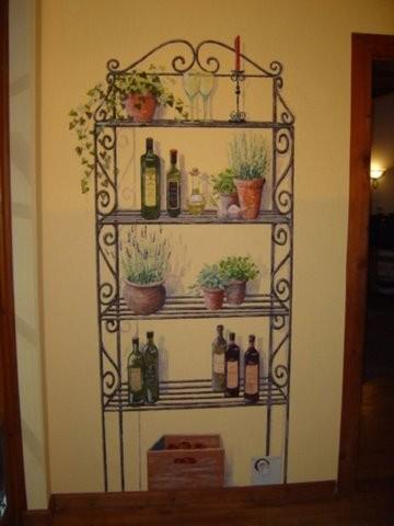 gemaltes Küchenregal