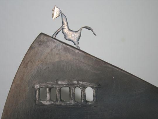 Bridge of Hope – Detail: Pferd auf dem Gipfel, geöffnetes Brandenburger Tor