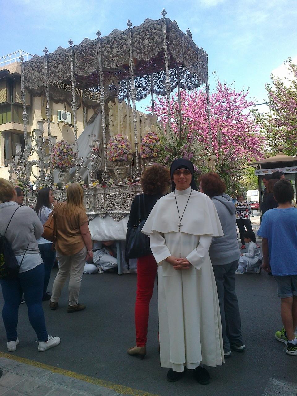 Participando en la procesiones de Semana Santa en Granada.