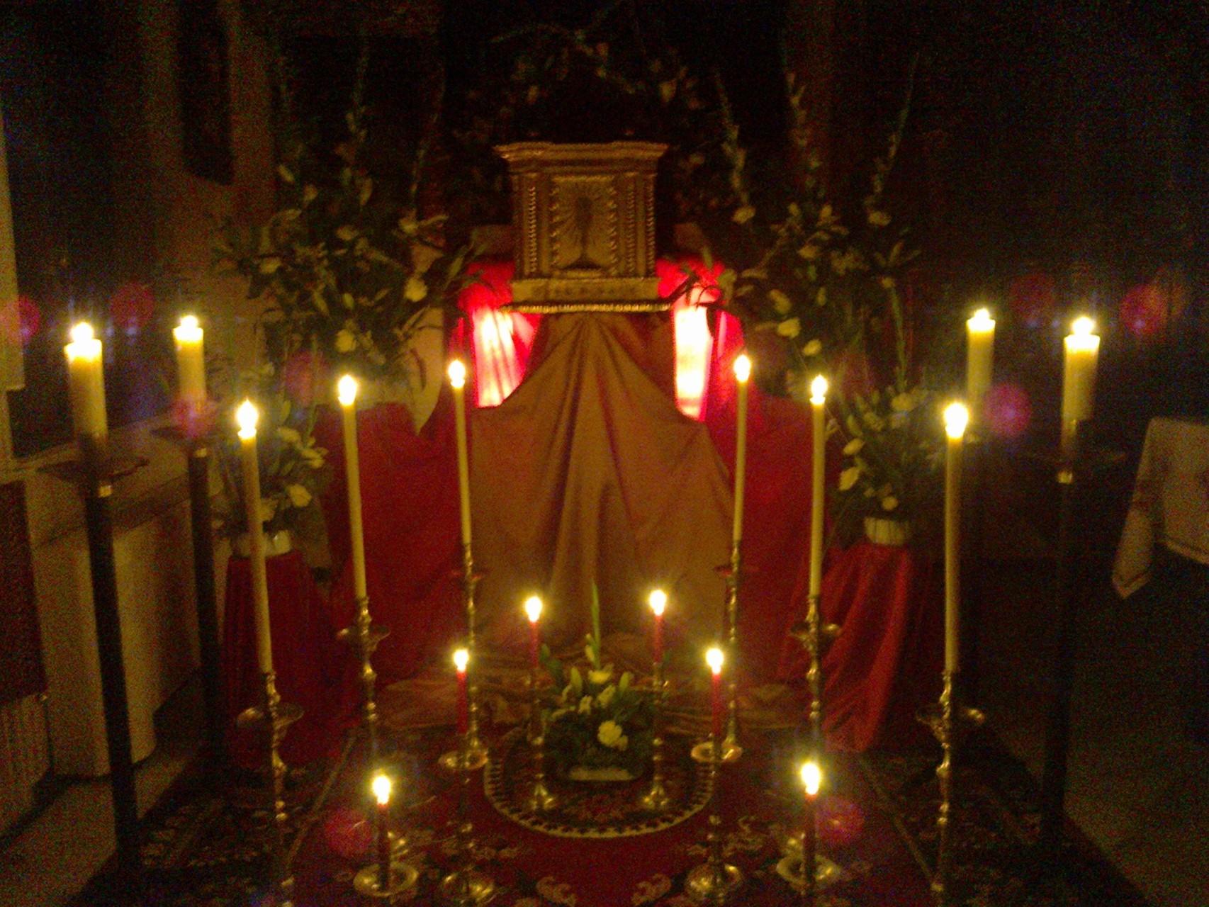 Adoración nocturna en la noche del Jueves Santo.