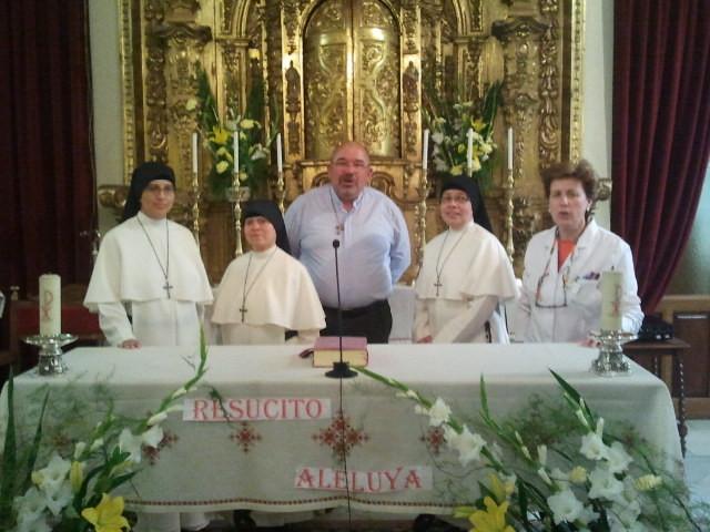 Domingo de Pascua, Con nuestro Párroco y la Directora de la Residencia.