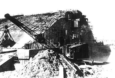 Bunker außen mit Kran Archiv Deiler