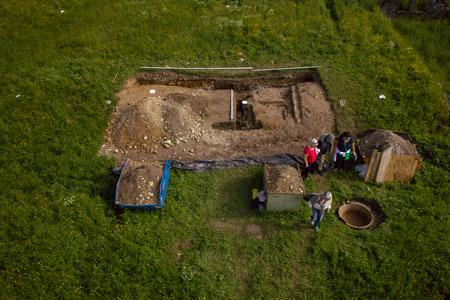Grabungsschnitt (Luftbild Roman Völk /Europäische Holocaustgedenkstätte)