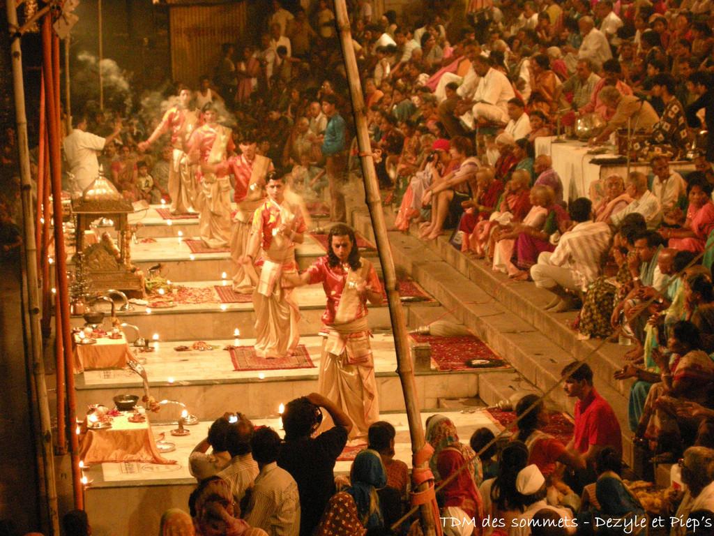 Ceremonie de Ganga Aarti a Dasaswamedh ghat