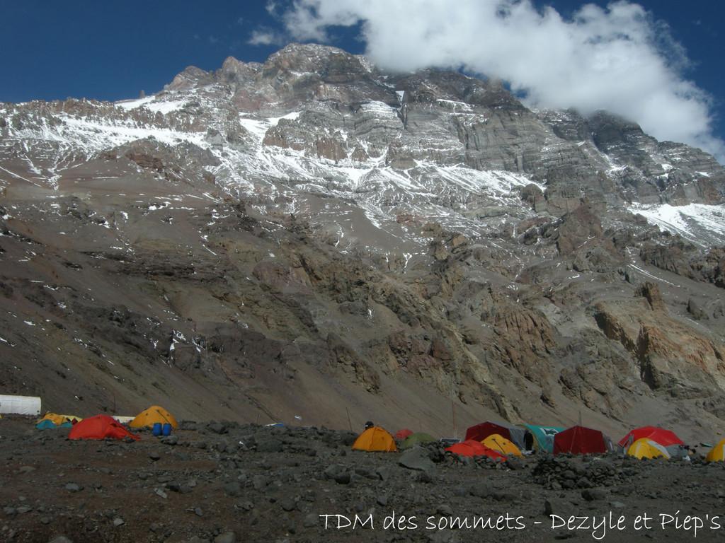 Camp de base au pied du sommet Sud